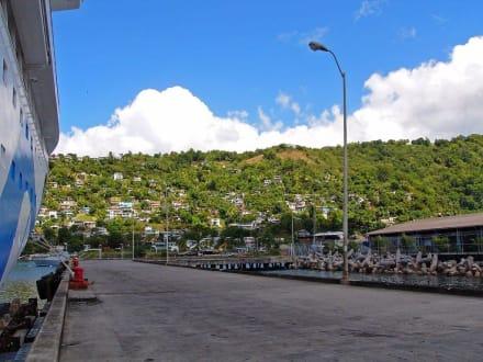 AIDA-Vita im Hafen - Hafen Roseau