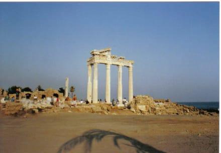 Blick zum Tempel - Apollon Tempel
