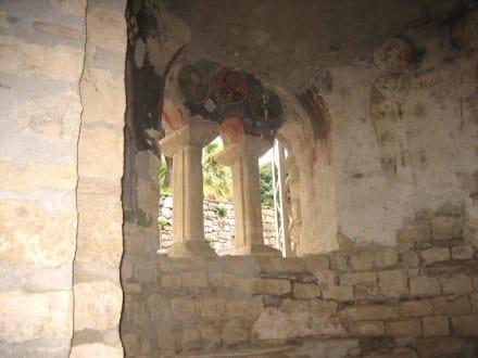 Im Inneren der Nikolauskirche - Kirche Hl. Nikolaus