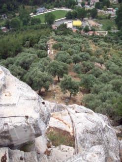 Steiler Abstieg - Akropolis