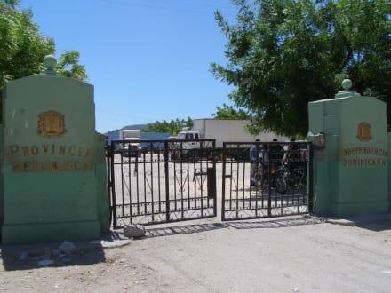 von Haiti aus die Grenze der Domrep. - Jimani