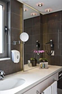 Maisonette Bathroom -