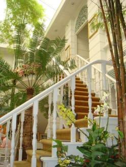 Authors Lounge - Oriental Hotel