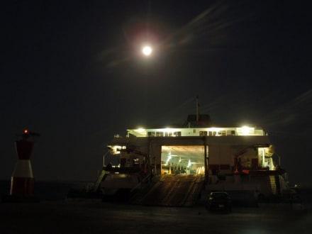 Fähre an der Marina - Yachthafen Hurghada