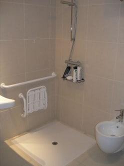 behindertengerechte dusche kosten gel nder f r au en