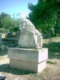 Grabmal / Göttin ohne Kopf - Friedhof Kerameikos