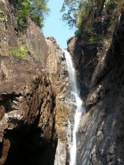 Der Wasserfall - Klong Plu Wasserfall