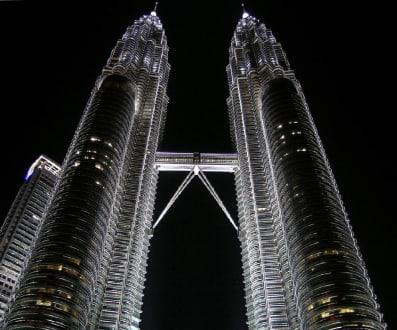 Twin Towers by night 02 - Petronas Twin Towers