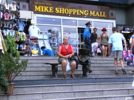 Eingang vorne - Mike Shopping Mall