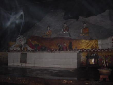 Der Buddha in der Panching Cave - Panching Caves and Waterfall Tour