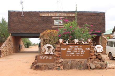 Einfahrt NP Tsavo East - Tsavo Ost Nationalpark