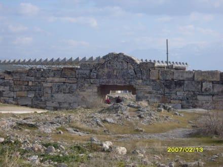 Das klein Stadttor im Osten! - Hierapolis