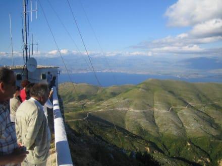 Pantekrator mit Aussicht nach Albanien - Pantokrator