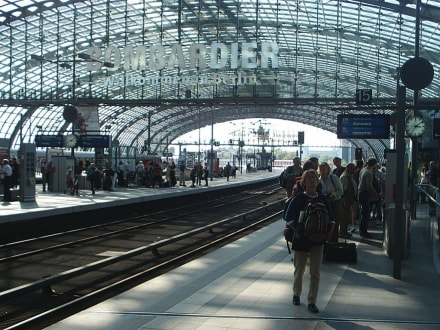 Berlin_Hauptbahnhof_Bahnsteigobergeschoss - Berlin Hauptbahnhof