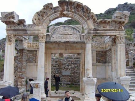 Der Hadrian Tempel! - Antikes Ephesus
