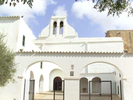 Kirche von außen - Kirche Sant Antoni Abat
