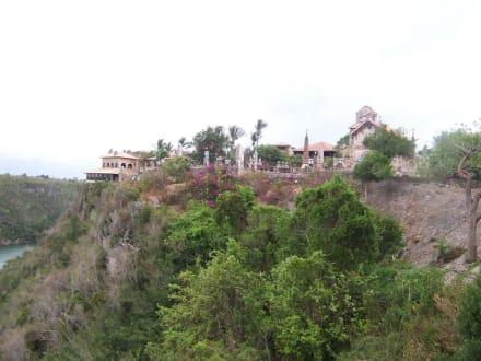 Auf einem Felsen erbautes Künstlerdorf - Altos de Chavón