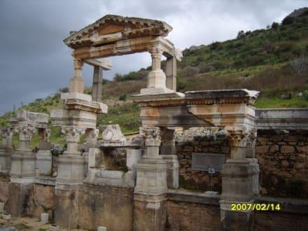 Der Trajan Brunnen! - Antikes Ephesus