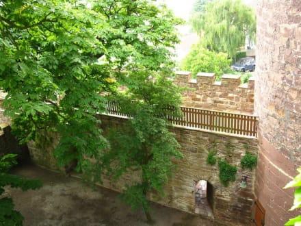 Pforte und Mauer - Burghotel Trendelburg