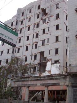 Ruine neben la época - Altstadt Havanna