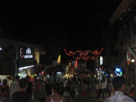 Einkaufsbummel in der Fussgängerzone in Side - Einkaufen & Shopping