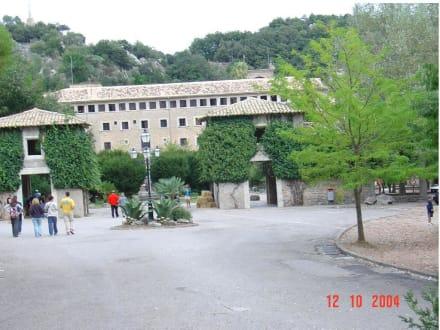 Eingang zum Klosterbereich - Santuari de Lluc