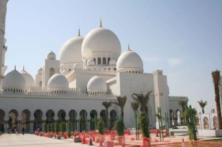 Grand Mosq in Abu Dhabi - Scheich Zayed Grand Moschee