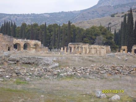 Reste der Säulenstrasse! - Hierapolis