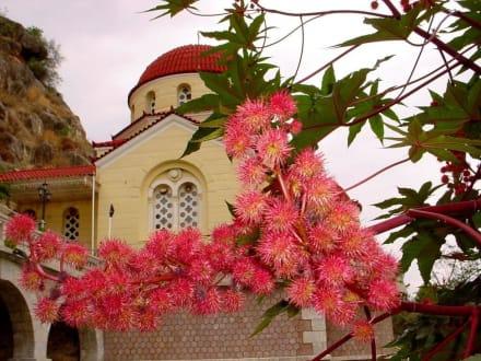 Blumenpracht - Höhlenkirche