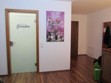 eingangsbereich badezimmert r bild sporthotel grandau. Black Bedroom Furniture Sets. Home Design Ideas