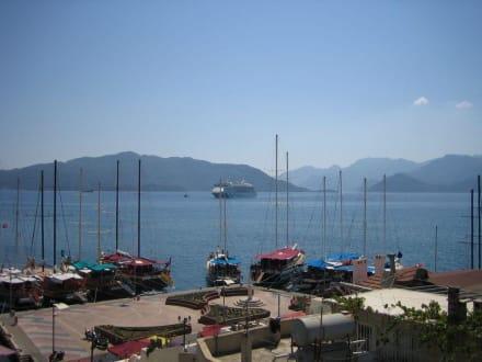 Einfahrt des Clubschiff Aida - Yachthafen Marmaris
