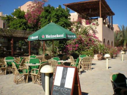 Ein Biergarten gibt es dort auch - Ausflug nach El Gouna