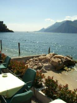 So sitzt man auf der Terrasse - Ristorante Pizzeria Lido Paina