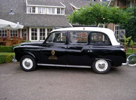 Wagen vor dem Haupteingang - Landhuishotel De Bloemenbeek
