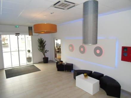 der moderne eingangsbereich bild hotel maxis in karlsbad. Black Bedroom Furniture Sets. Home Design Ideas
