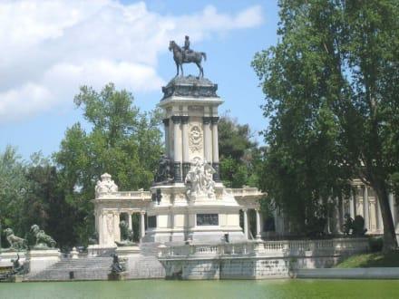 Retiro-Park / Denkmal Alfonso XII. - Retiro-Park