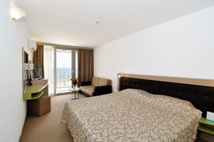Appartment bedroom -