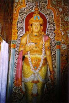 Heilige Figur im Tempel - Aluthepola Tempel