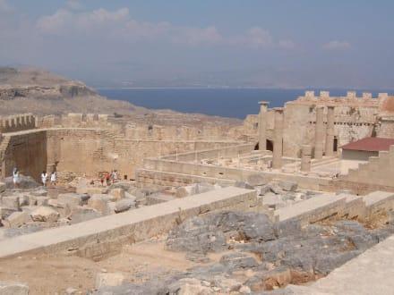Blick auf die Johanniterfestung und Akropolis in Lindos - Akropolis von Lindos