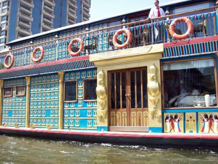 Schöne Front - Bootstour auf dem Nil