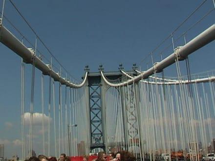 Die Fahrt über die Brooklyn Bridge - Brooklyn Bridge