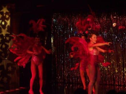Szene aus dem aktuellen Programm - Transvestiten-Show Calypso (Asia Hotel)