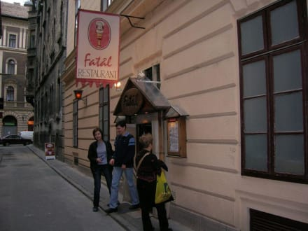 """Restaurant """"Fatal"""" (Holzteller) - Restaurant Fatal"""