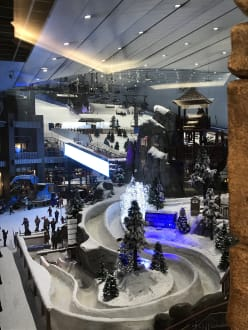 Ski fahren bei 45 Grad kein Problem  - Ski-Dubai Halle (Mall of the Emirates)