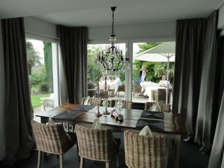 Tisch im Fr�hst�cksraum - Garni-Hotel Minigolf
