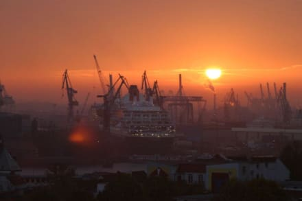 Queen Mary II im Trockendock - Hafen Hamburg