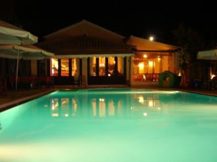 Taverne & Pool - Taverne Karbouris