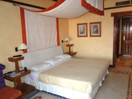 kingsize bett mit baldachin bild hotel grand resort in. Black Bedroom Furniture Sets. Home Design Ideas