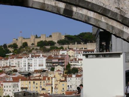 Blick auf die Burg - Castelo de Sao Jorge