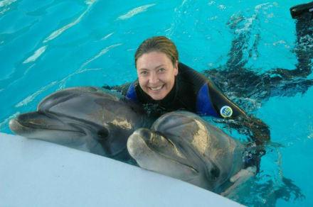 Iris mit Delphinen und Urlaub im Delphin Palace - Delfinarium Aqualand Antalya